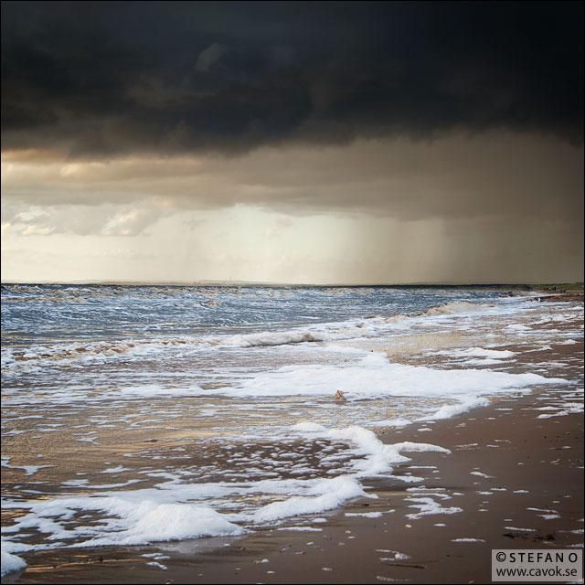 Mörka moln över Mellbystrand / Nikon D200 - Nikkor 24-85 mm