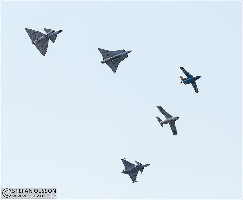 Femgrupp SAAB; 37 Viggen, 35 Draken, SK60, 29 Tunnan, 39 Gripen