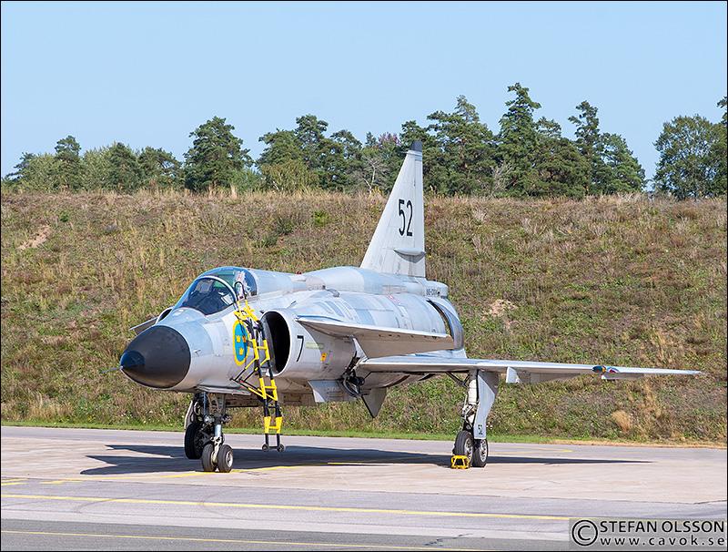 AJS 37 Viggen på plattan, F17
